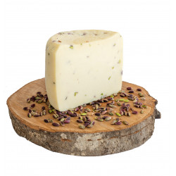 Semi-aged gourmet cheese with Pistachio di Bronte DOP