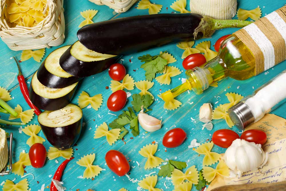 Online sales Traditional Sicilian food - on insicilia.com sale of traditional Sicilian food wholesale and detail tomato, eggplant, artichoke, capers, pepper, garlic.